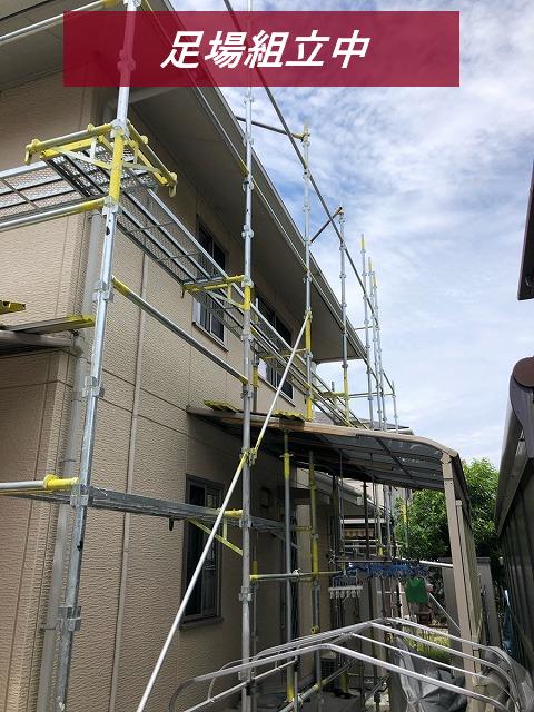 津市築15年住宅で足場の組立と高圧洗浄作業が完了しました