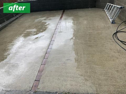 高圧洗浄後の駐車スペース