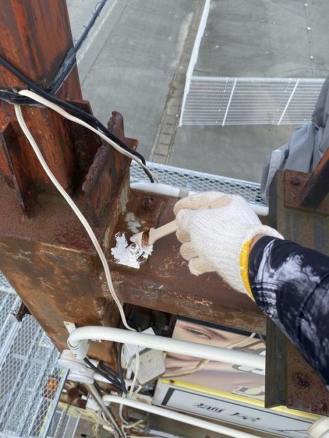 松阪市朝田町看板棟の塗装で二液型の塗料を使用しました