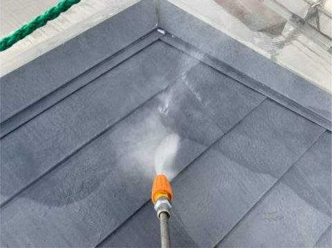 三重県桑名市屋根はトルネード洗浄で水洗いしていきます