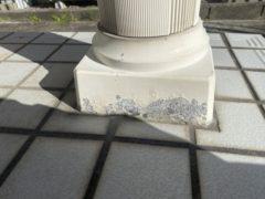 玄関柱塗膜剥離
