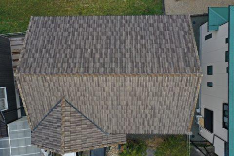 度会郡玉城町築16年モニエル瓦の屋根はカビや苔の繁殖が顕著でした